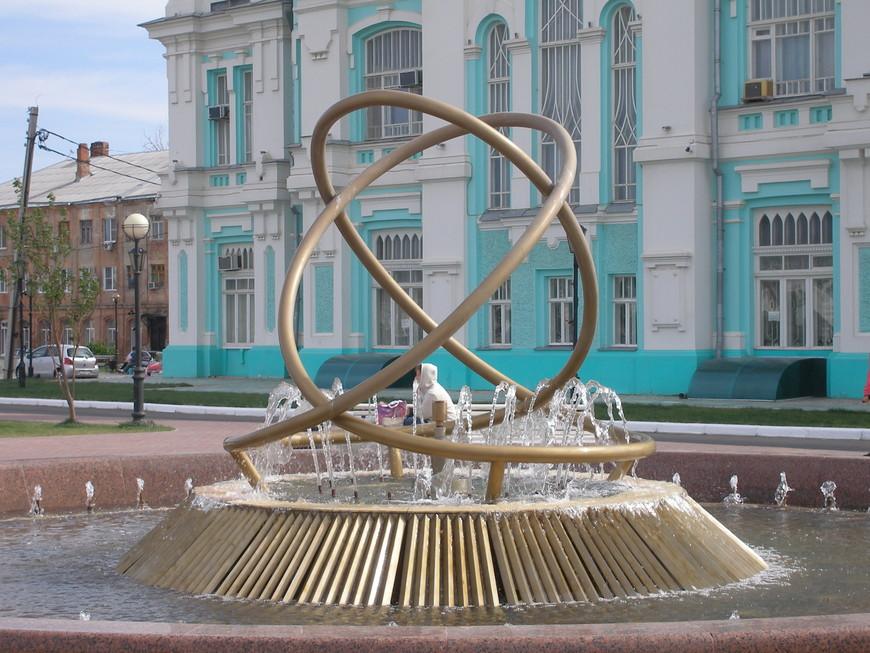 039. Один из многих астраханских фонтанов.JPG