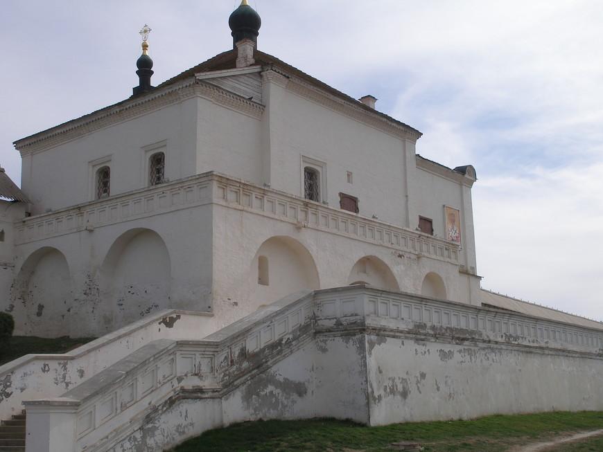 Одна из башен Кремля.