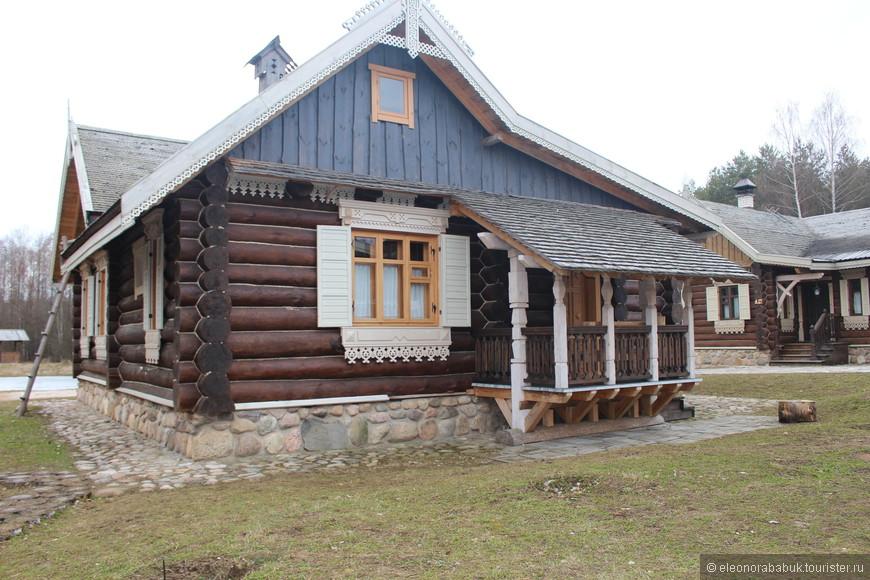 А это домик селянский, где 2 комнаты, на одну-две семьи