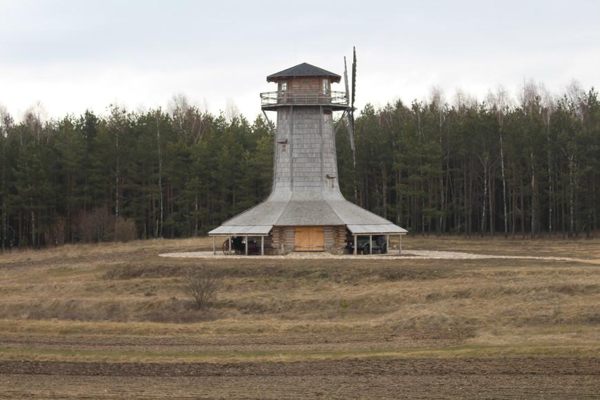 Маяк в виде мельницы обманчив -- это не только смотровая площадка, но и музей самогоноварения