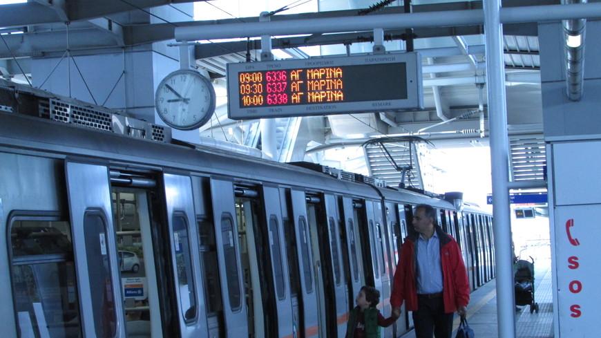 От афинского международного аэропорта Элефтериос Венизелос до нашего отеля в Плаке мы добирались на метро.