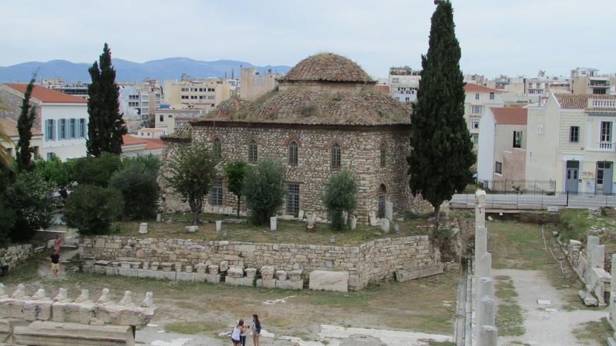 При турках здесь была построена мечеть Фетхие.