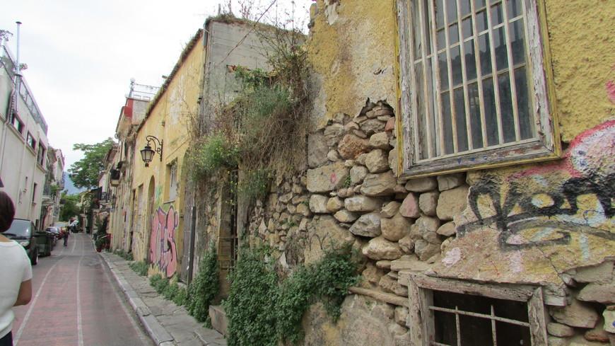 Плака –  центр Афин, старый город в границах XIX века. Двести лет назад по этим извилистым улочкам гулял лорд Байрон.