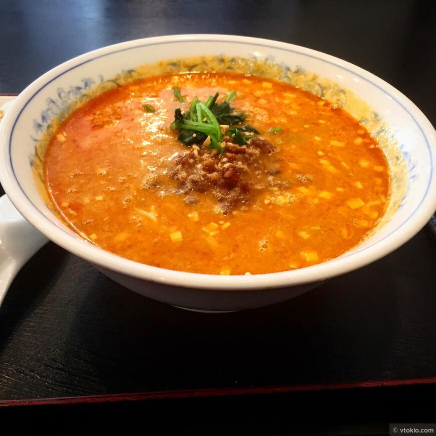 Рамэн. Блюдо пришло в Японию из Китай, но японцы довели приготовление этого супа до совершенства. В Японии даже есть единственный в мире рамен ресторан со звездой кулинарного каталога Мишлен.
