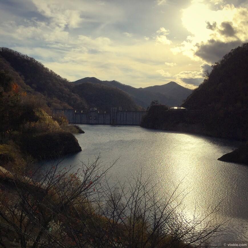 Не помню название озеро. ЭТо из нашей поездки в префектуру Гунма. В тех местах очень красиво зимой.  Место обнаружено случайно в ходе катания по горам. Я лично считаю что так и надо знакомиться с Японией, катаясь по горам.