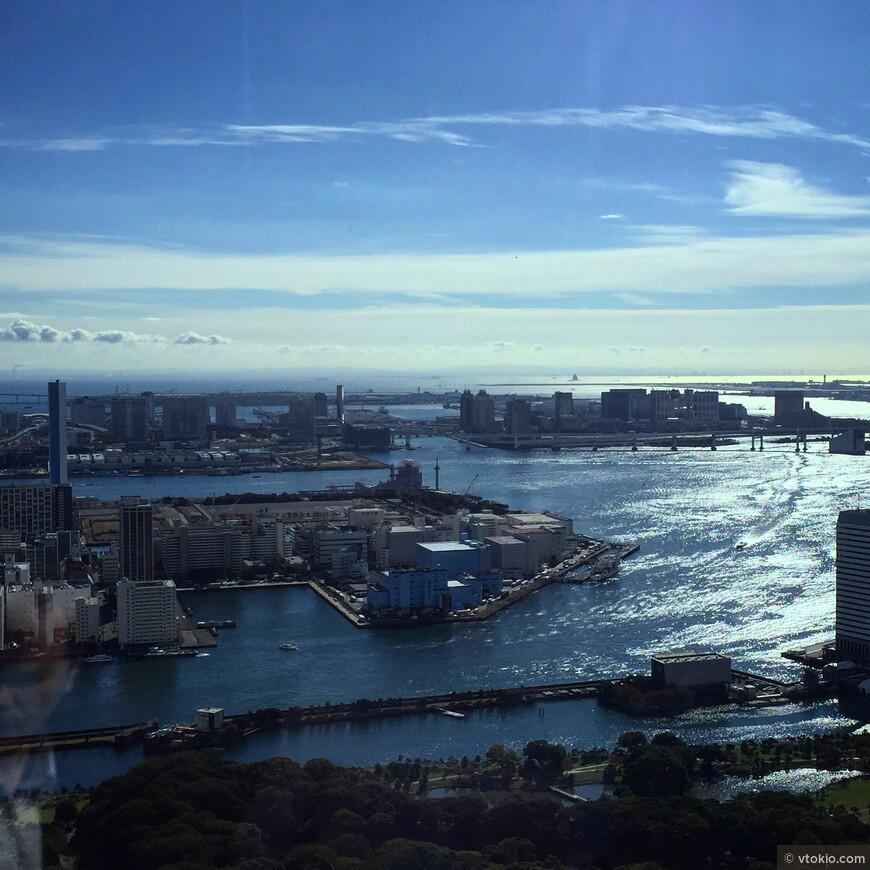 С этой точки хорошо можно разглядеть что искусственные острова в  Токио действительно искусственные. Без этого залива Токио был бы совершенно другим городом. Обожаю эти виды.