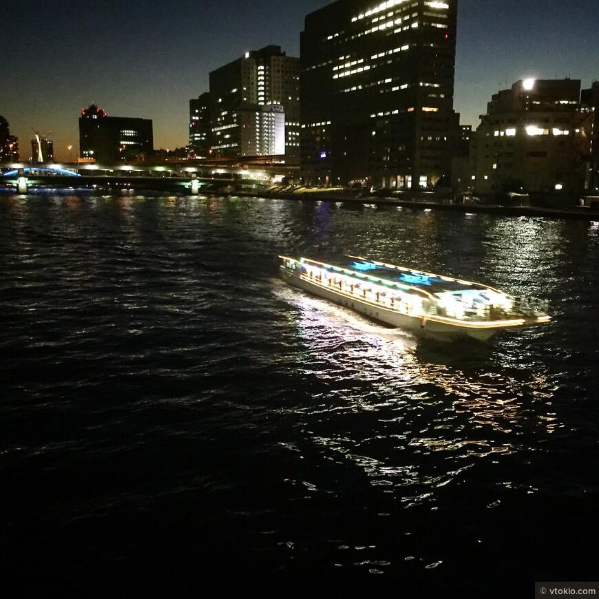 Токио вполне себе судоходный город.