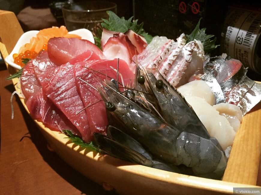 Многие туристы не очень то жалуют сырую рыбу и очень даже зря. Официально заявляю, что поездка в Японии без поедания свежих морепродуктов будет считаться не законченной.