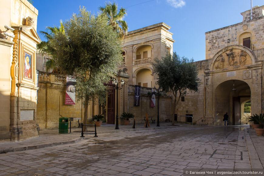 Еще большее значение Мдина приобрела после того, как получила от испанского императорского наместника Сицилии право автономии.