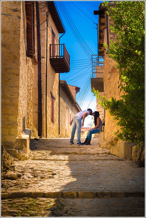Поцелуй мимоходом в деревне Лофу.