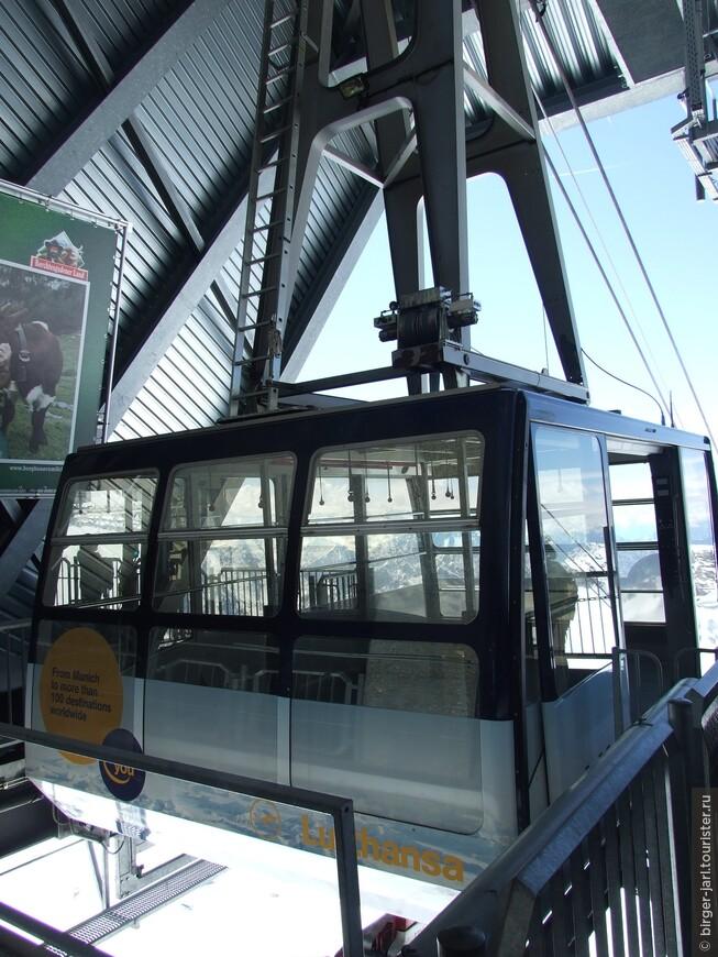 Вагончик канатной дороги рассчитан на 50 пассажиров.