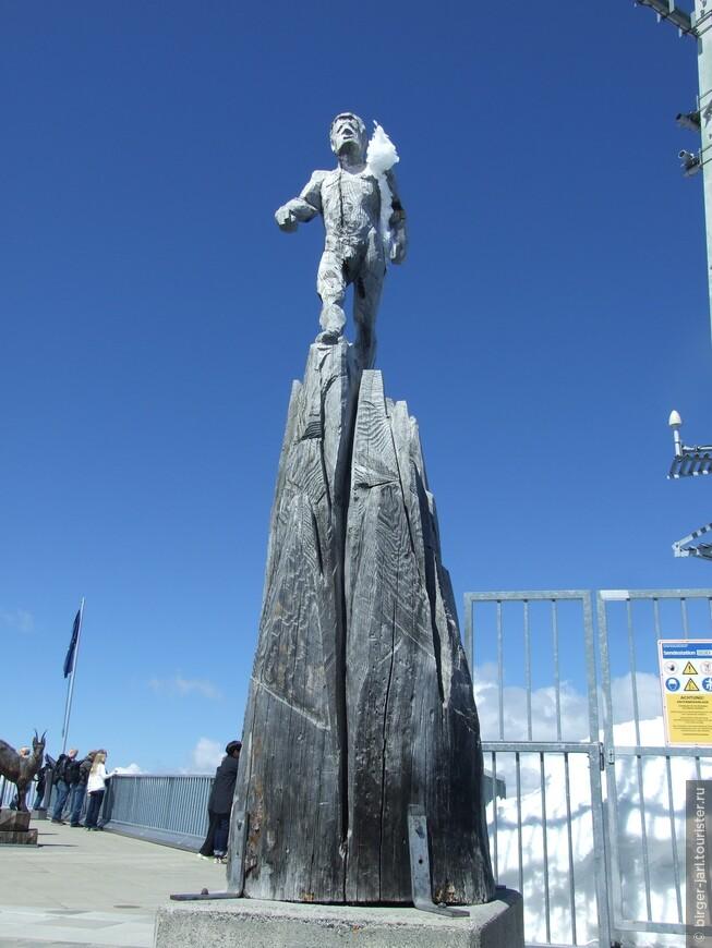Марио Гассер, скульптор:  Мои работы являются в большинстве случаев вдохновениями из окружающей меня природы и горного мира