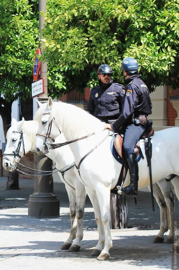 Красивая севильская полиция!