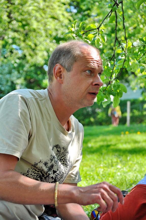 06. Олег начинает рассказывать про пиво, что не подают на Цейлоне.