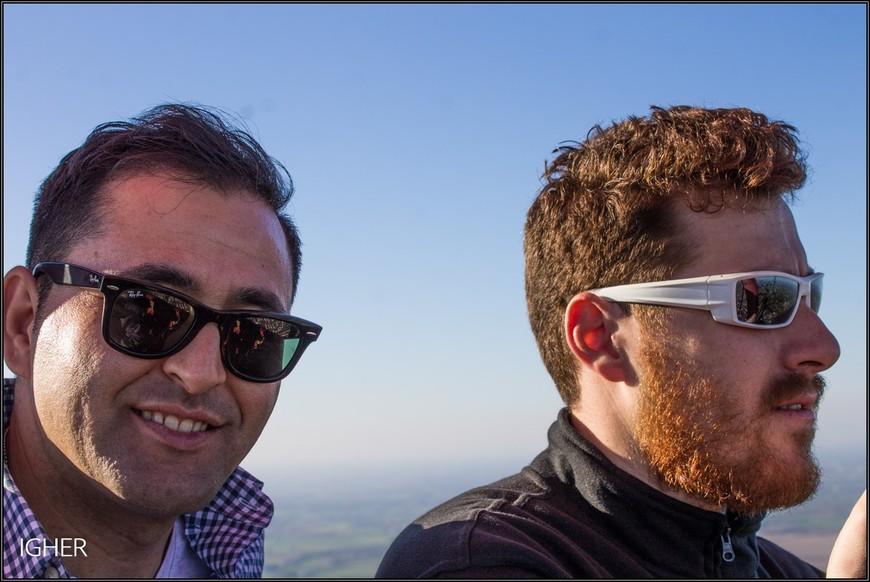 два кузена,албанцы...рыжего зовут Ури...летал недавно с ними на воздушном шаре