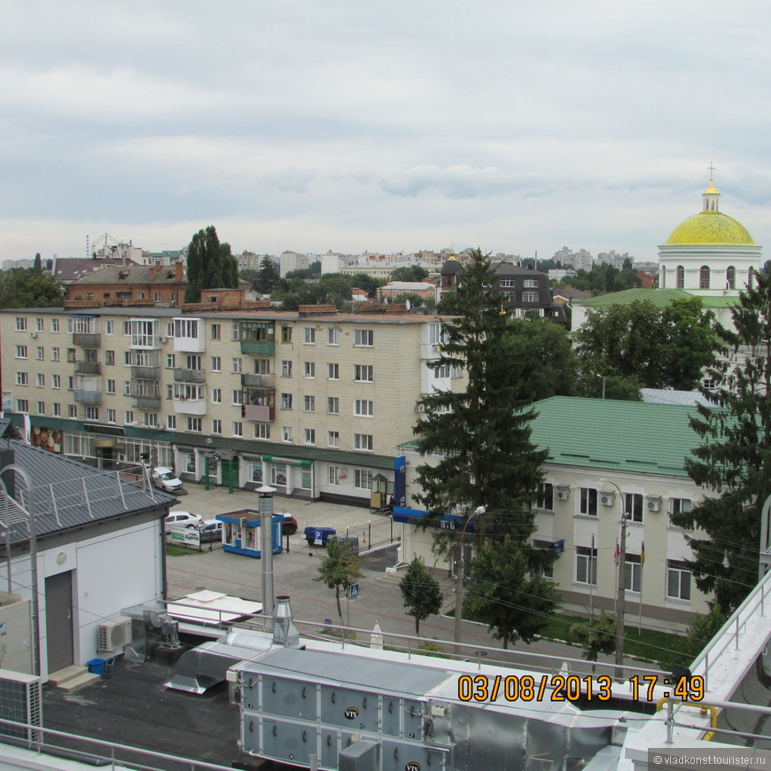 Вид на город сверху. На заднем плане - главка  Спасо-Преображенского кафедрального собора. Был построен в 1833-1839 гг. той же Александрой Браницкой. Тут она и похоронена.