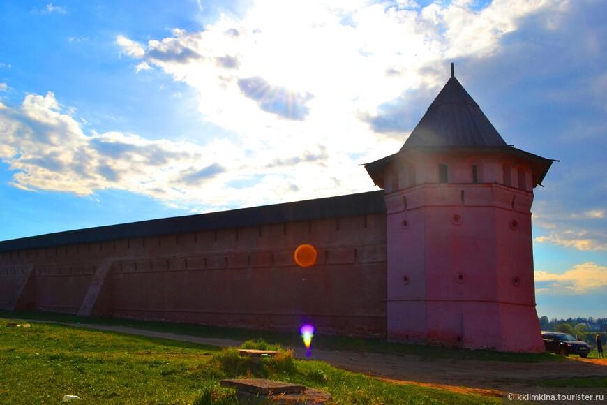 По распоряжению Екатерины II в 1766 году в монастыре была учреждена тюрьма для «безумствующих колодников»[