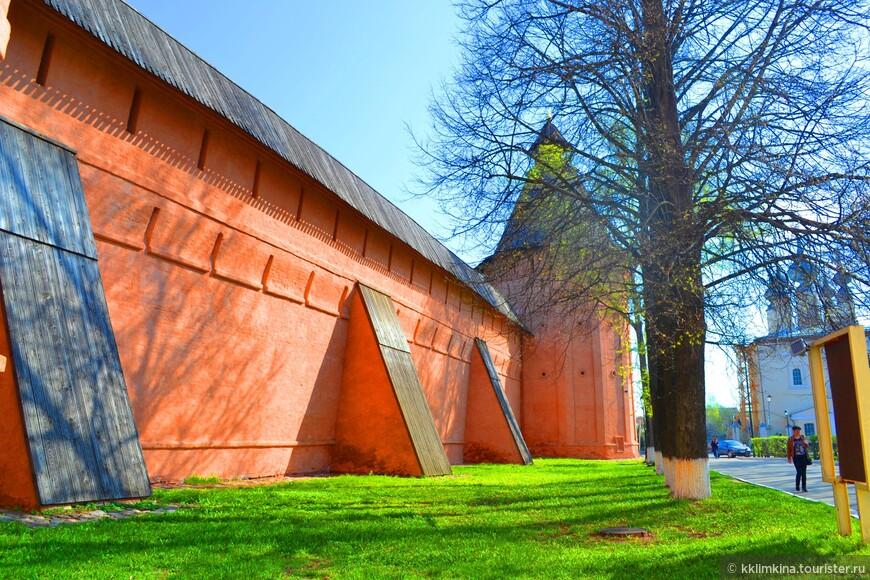 Спасо-Евфимиевский монастырь был возведен в Суздале в середине 14 века как оборонительное сооружение.