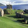Руины замка Уркхарт (Аркарт) - один из лучших видов на Лох Несс с верхней площадки башни Гранта