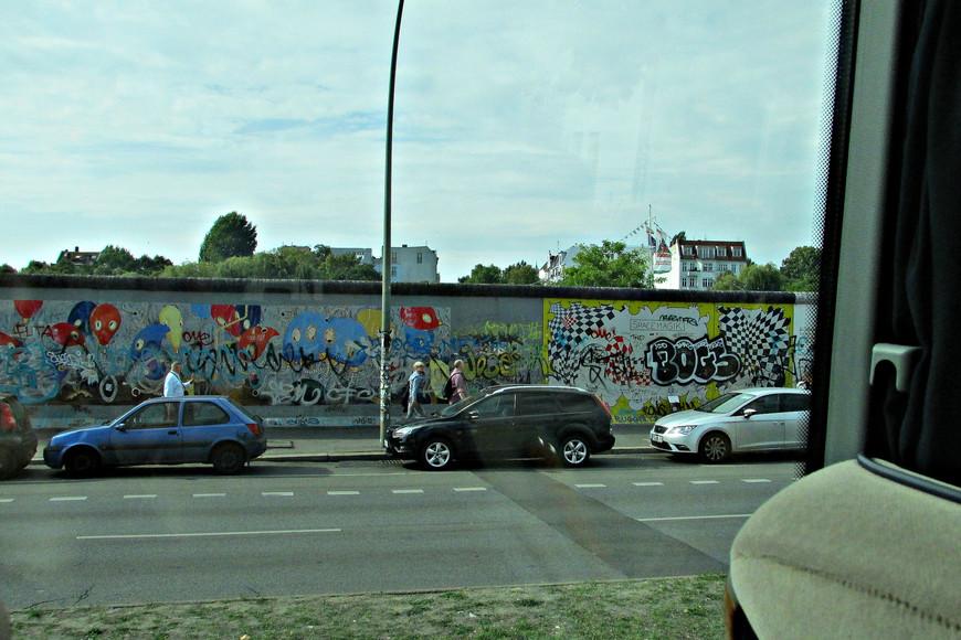 Пресловутая берлинская стена.