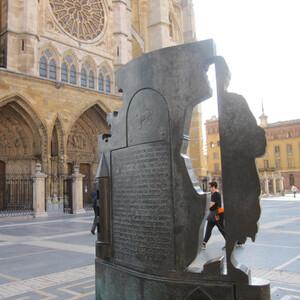 Средневековый и современный Леон