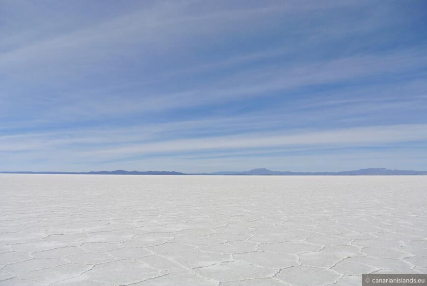 Salar de Uyuni. Высота над уровнем мирового океана 3650 м. И ни лень же было матушке природе всю эту соль сюда затаскивать.