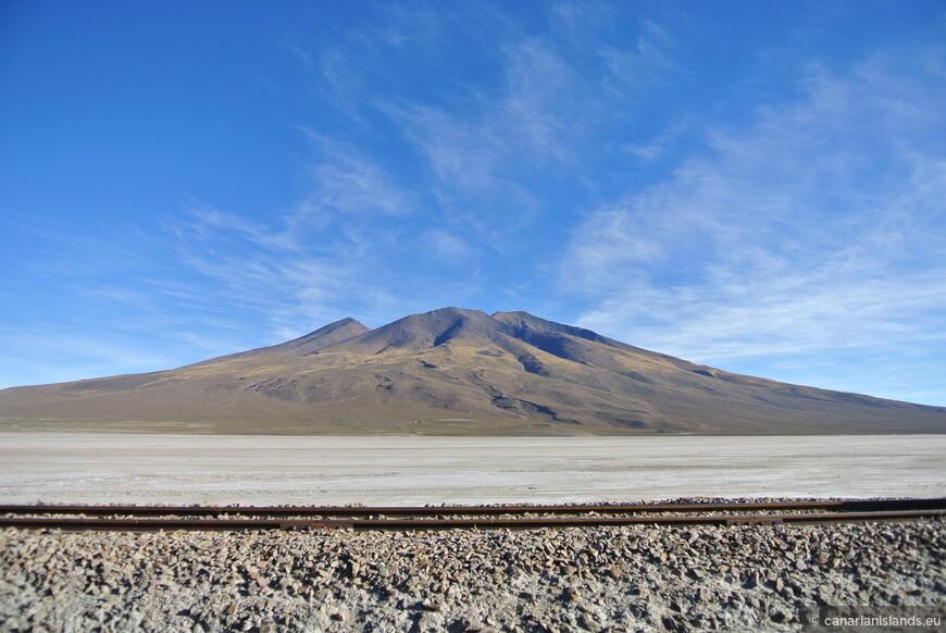 ЖД, вулкан. Всё достаточно банально для Боливии.