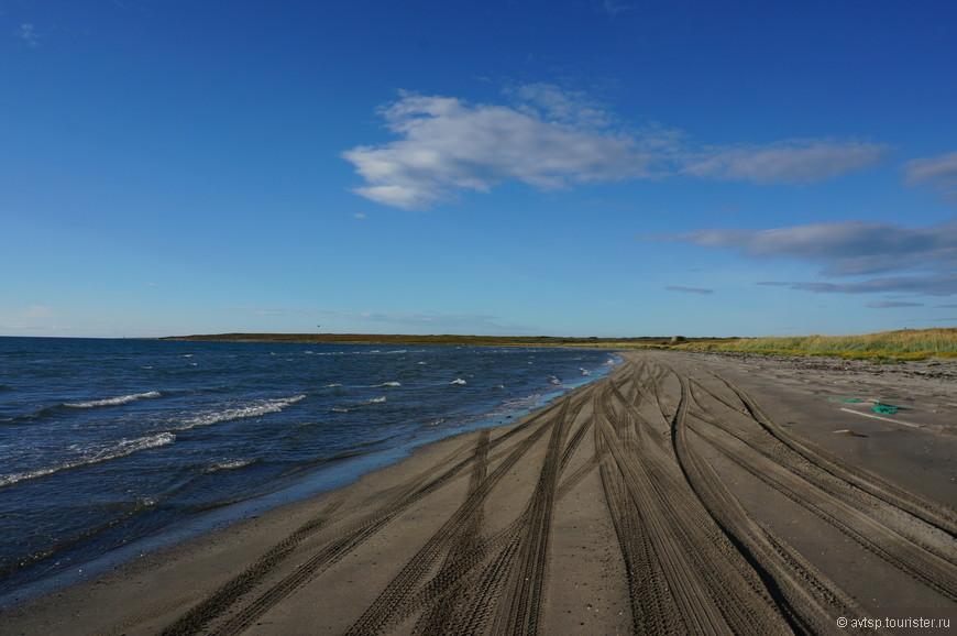 Симпатичный, но очень коварный песчаный пляж... Много машин осталось на этих песках во время приливов...
