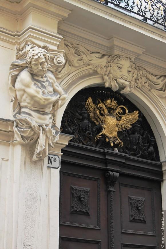 """Не все здания Вены того времени имеют столь характерный """"модерновый"""" облик, множество архитекторов заимствовали в своих работах лишь отдельные элементы декора этого художественного направления."""