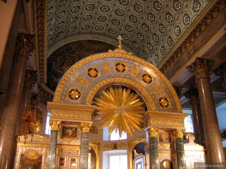 Внутри собора ОЧЕНЬ красиво и торжественно!!!