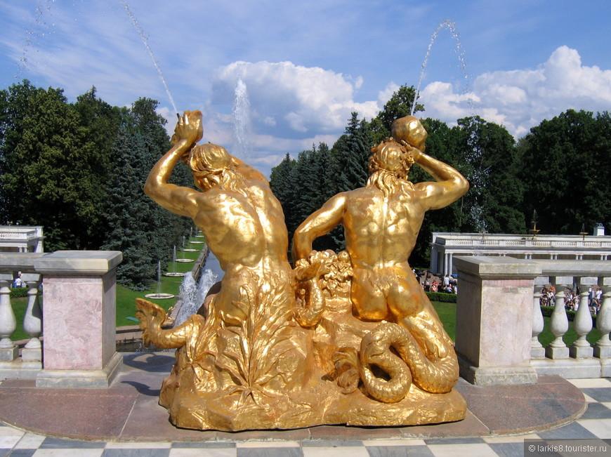 Этот фонтан (обычно сфотографированный с другой стороны) - визитная карточка Петергофа! Но с этого ракурса он мне тоже нравится!!!