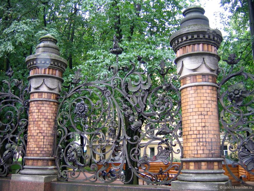 Ажурное кружево чугунного литья меня всегда приводит в восторг! Забор Михайловского сада.