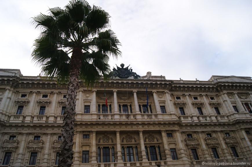 Строительство этого здания продолжалось более 20 лет - началось в одном веке, а завершилось в следующем, а именно в 1911 году. Дворец был возведен по проекту архитектора из Бельгии Жозефа Поларта.