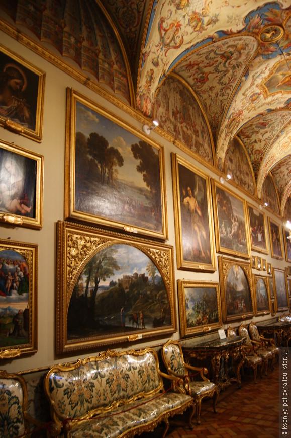 Здесь и Караваджо, и Рафаэль, и Тициан, и Веласкес! Одних картин Брейгеля Старшего здесь бессчетное количество!
