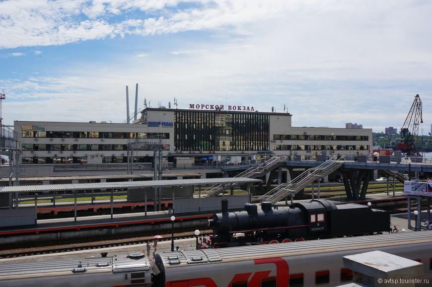 Морской вокзал порта Владивосток и пути самого последнего железнодорожного вокзала страны.