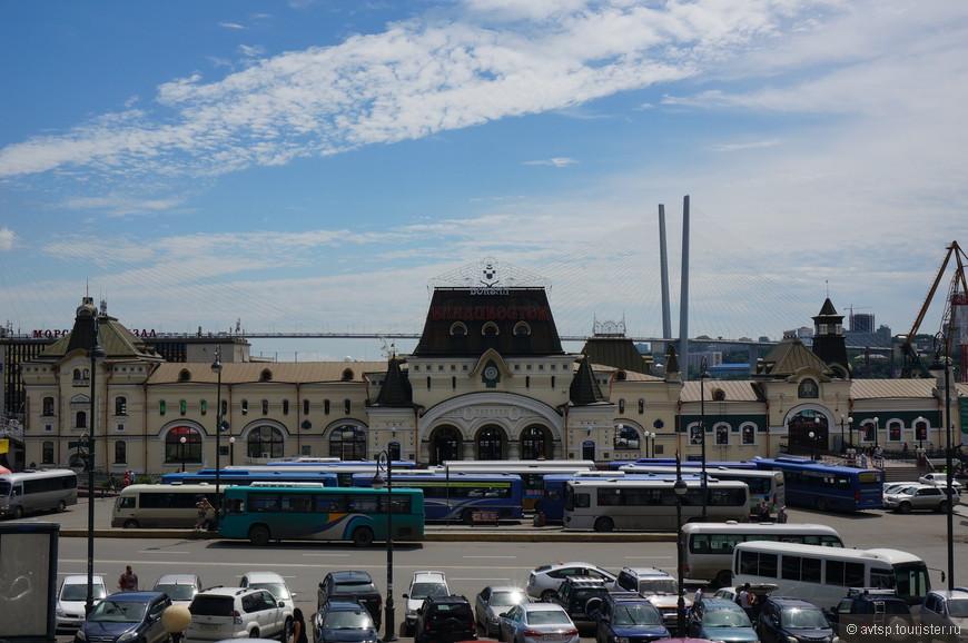 Железнодорожный вокзал Владивостока - копия Казанского вокзала в Москве.