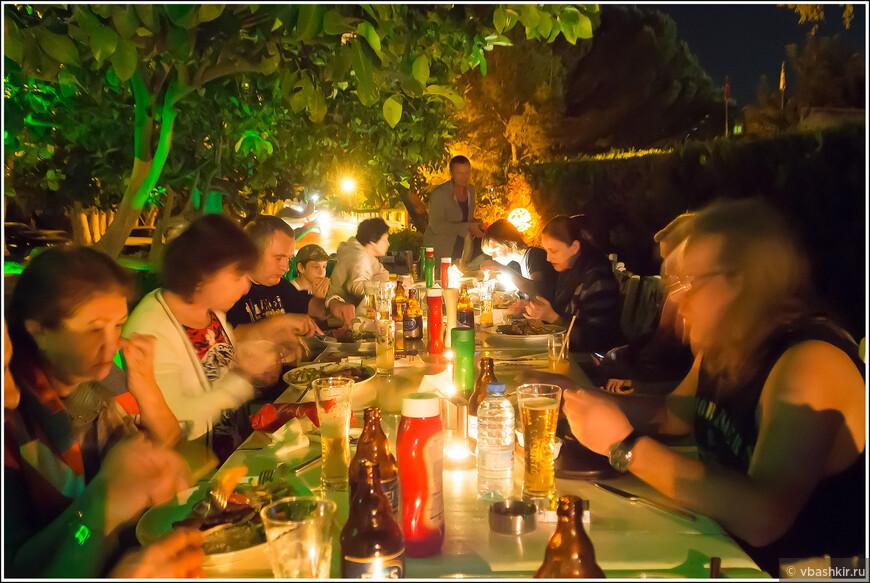 Гюзельюрт (Морфу). Кафе Pizza Vira. Ужинало 17 человек. Принимаю ставки (не от МКВТ-шников) какой был счет (в евро)!