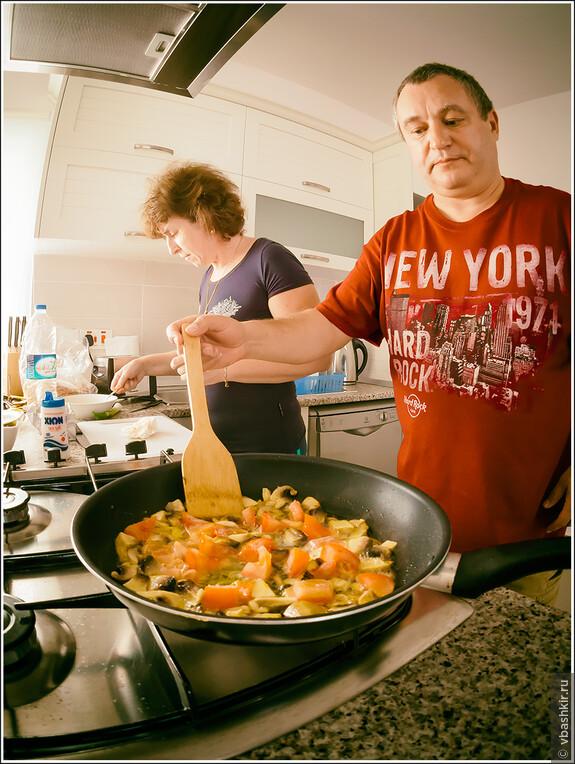 Коля еще и прекрасный повар! А про Олю я уж и не говорю!