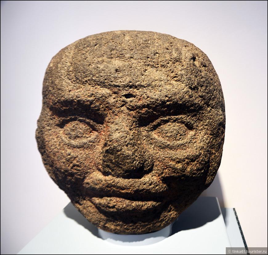 Гигантская ольмекская голова.