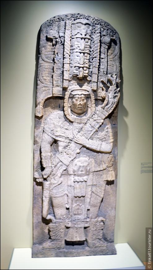 Всевозможные стелы с изображениями божеств и вождей племён.