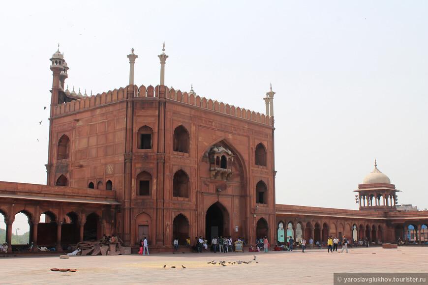 Главные, Восточные, ворота мечети.