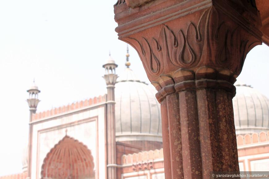 Детали колонны мечети.