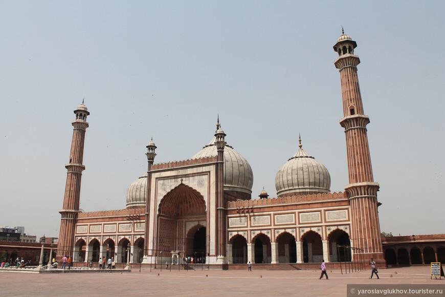 Мечеть Джама-Масджид — соборная мечеть Дели.
