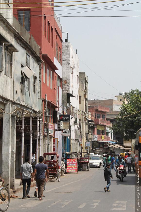 Вот так выглядит Старый Дели. Это Джама-Масджид-роуд.