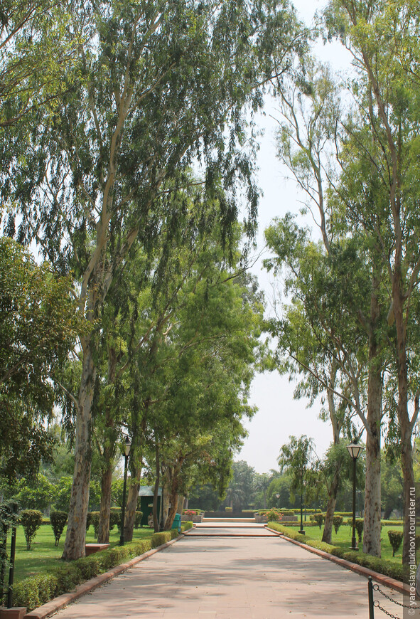 Помимо Радж-Гхата в парке установлены мемориалы других политических деятелей (президентов и премьер-министров) Индии: Джавахарлала Неру (Шантиван), Индиры Ганди (Шакти-Стхал), Раджива Ганди (Вир-Бхуми) и другие.