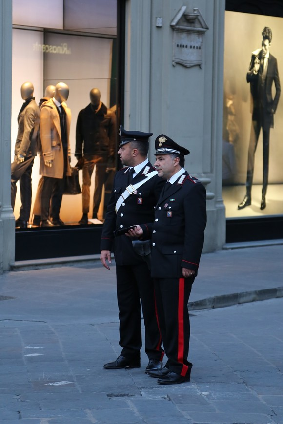 Стражи порядка на страже недели моды