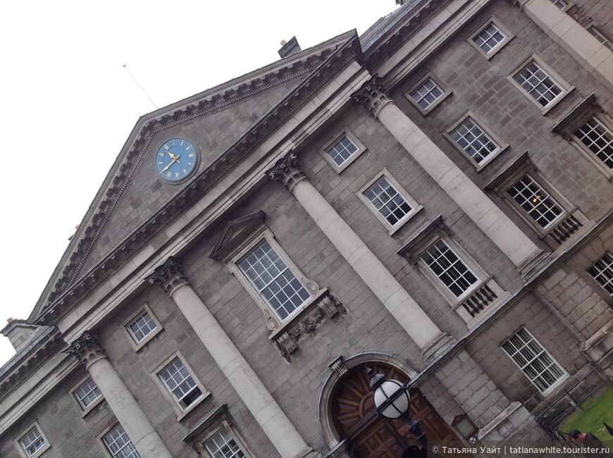 Главный вход в Тринити Колледж, Дублин.