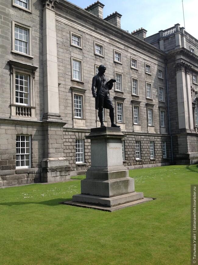 Статуя драматурга Oliver Goldsmith - 1864, выполнена John Foley
