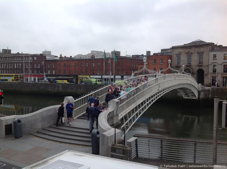 Мост Пол-пенни (пешеходный) через реку Лиффи в Дублине, 1816 г. Изначально назывался «Мост Веллингтона» в честь знаменитого ирландца - Артура Уэлсли Веллингтона, герцога Веллингтона.