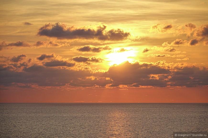 Немного рассветного. Все-таки в круизах рассветы-закаты одно из самых ярких событий.